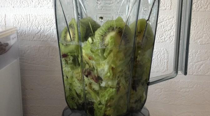 Smoothie Experimente: Salat + Kiwi
